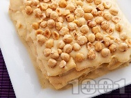 Сочна торта Наполеон с домашни кори, яйчен ванилен крем и лешници